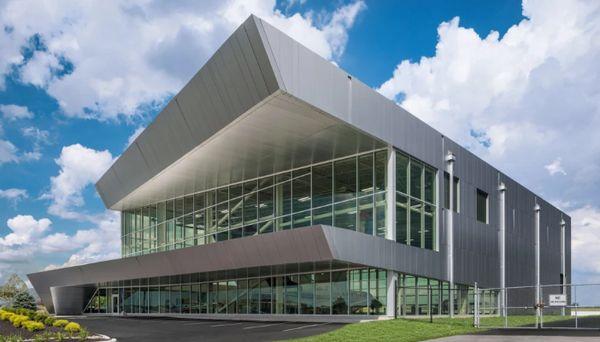 View是一家充满活力的玻璃公司,2018年从软银筹集了11亿美元,正在裁员